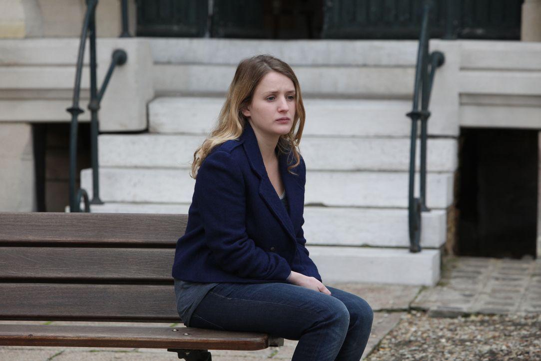 Hat die hübsche Lucile Malafosse (Mylène Crouzilles) etwas mit dem Tod der wohlhabenden Camille Janvier zu tun? - Bildquelle: Xavier Cantat 2011 BEAUBOURG AUDIOVISUEL