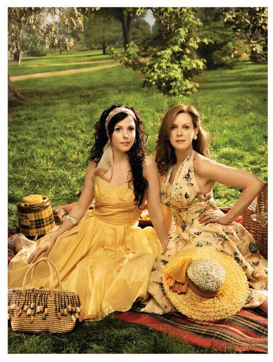 (3. Staffel) - Werden sich Nancy (Mary-Louise Parker, l.) und Celia (Elizabeth Perkins, r.) jemals verstehen? - Bildquelle: Lions Gate Television