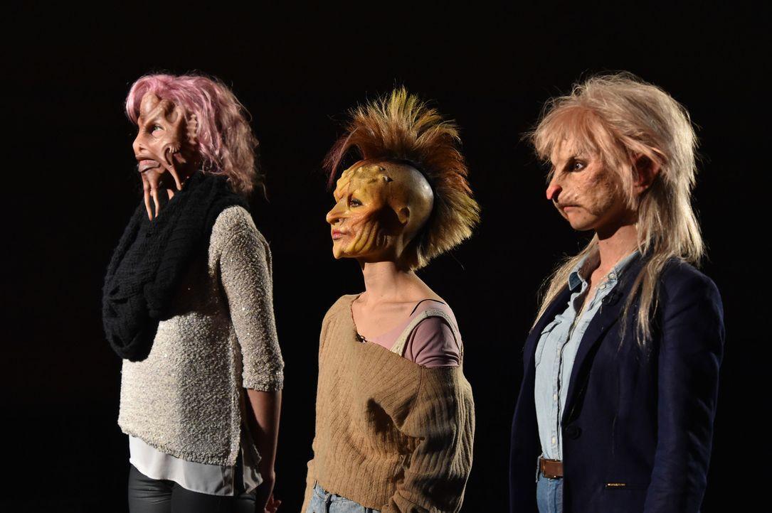 Melanie (l.) mit ihren Tentakeln, Punk-Lady Laura (M.) und  Ratte Sophia (r.) kämpfen um die Gunst eines Mannes ... - Bildquelle: Andre Kowalski Sixx
