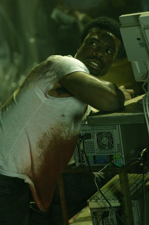 Seine Pechsträhne ist noch nicht vorüber. Mitten in der Nacht wird SWAT Agent Rigg (Lyriq Bent) überfallen und betäubt. Als er wieder zu sich kommt,... - Bildquelle: 2007 Lionsgate, Twisted Pictures