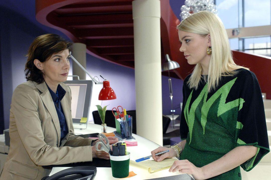 Steffi (Karin Kienzer, l.) und Elke (Anni Wendler, r.) sind enttäuscht von Anna. - Bildquelle: Oliver Ziebe Sat.1