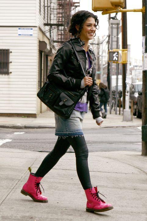 Kann nicht glauben, wen sie da in Brooklyn sieht: Vanessa (Jessica Szohr) ist überrascht, dass sich Nate über die Brooklyn Bridge gewagt hat ... - Bildquelle: Warner Bros. Television