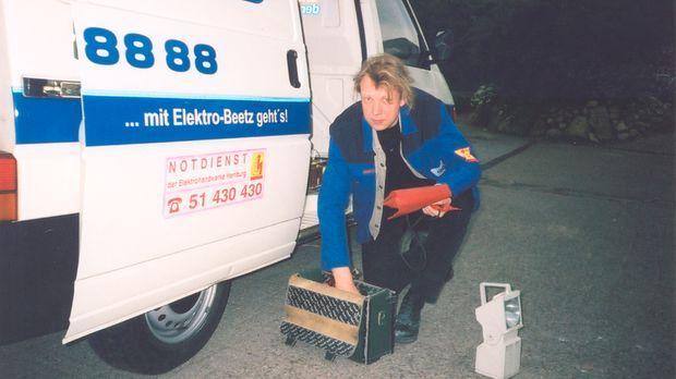 In Hamburg kommt Ingo Ratjens, wenn gar nichts mehr geht, was elektrisch funk...