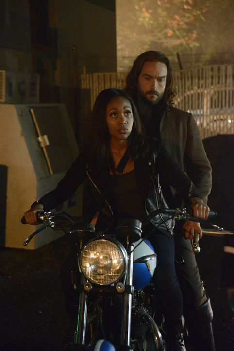 Selbst von allen großen und kleinen Tricks, die Moloch einsetzt, lassen sich Abbie (Nicole Beharie, l.)und  Ichabod (Tom Mison, r.) nicht aufhalten... - Bildquelle: 2014 Fox and its related entities. All rights reserved