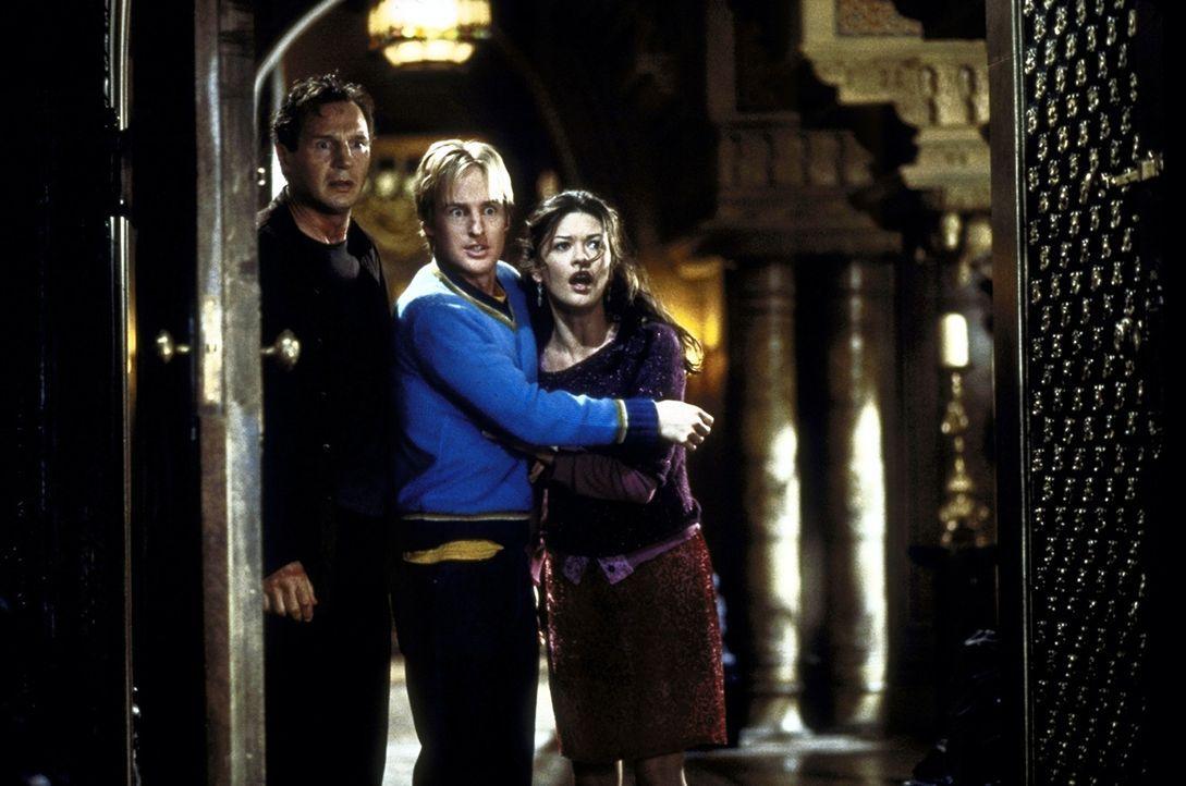 Das Grauen in dem verlassenen Gemäuer nimmt für Dr. David Marrow (Liam Neeson, l.), Luke Sanderson (Owen Wilson, M.) und die hübsche Theodora (Ca... - Bildquelle: TM &  1999 Dreamworks L.L.C. All Rights Reserved