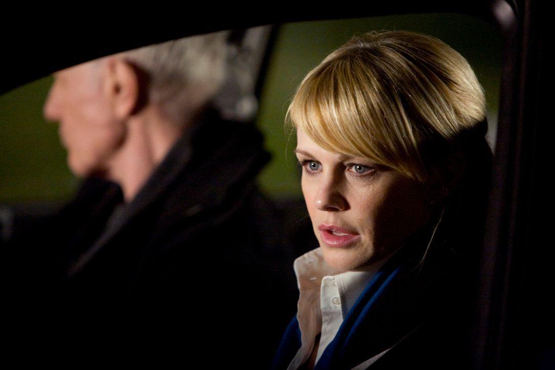 Paul (Raymond J. Barry, l.) und Lilly (Kathryn Morris, r.) sind auf der Suche nach Pauls Sohn Finn, der offensichtlich abgehauen ist ...