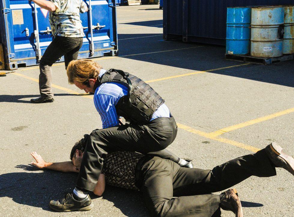 Ein Boot einer Firma, die Hai-Touren für Touristen anbietet, wird in die Luft gesprengt und dabei kommt ein Mensch ums Leben. Danny (Scott Caan, M.)... - Bildquelle: 2013 CBS Broadcasting, Inc. All Rights Reserved.