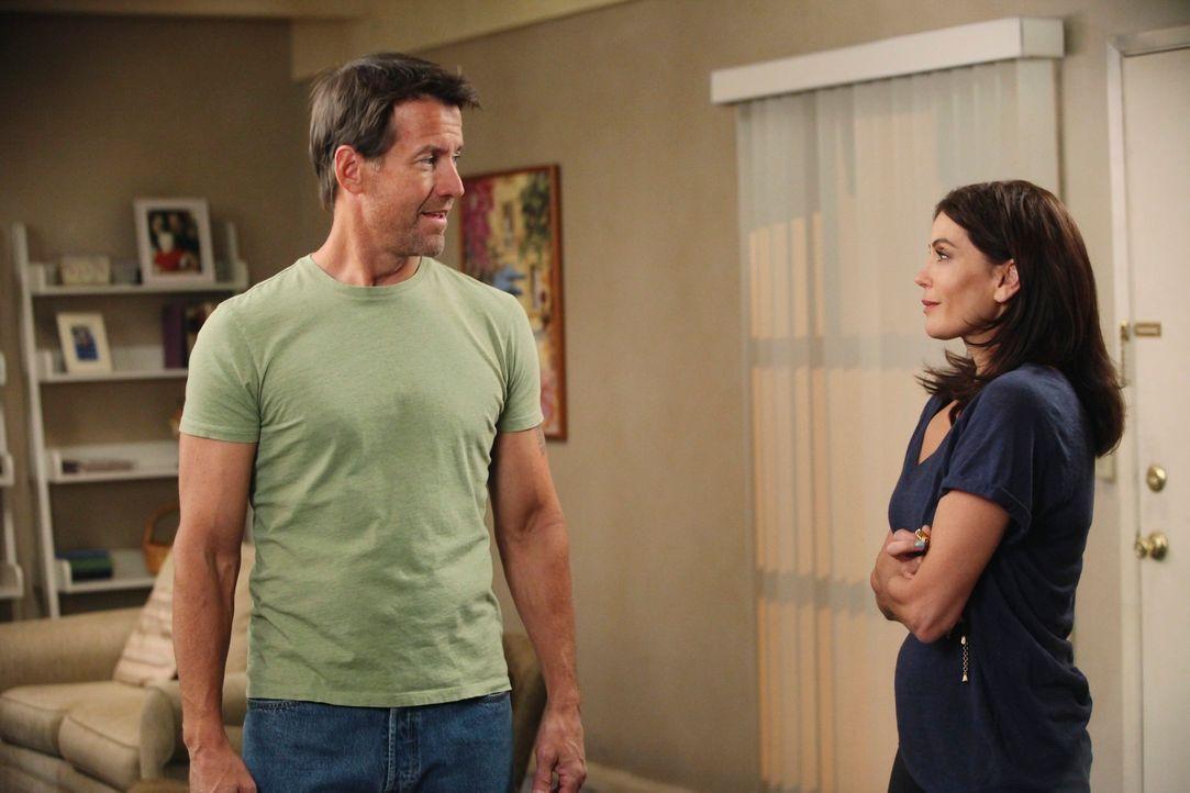 Susan (Teri Hatcher, r.) versucht mit allen Mitteln vor Mike (James Denton, l.) ihren Job geheim zuhalten, doch plötzlich erhält sie einen unangeneh... - Bildquelle: ABC Studios