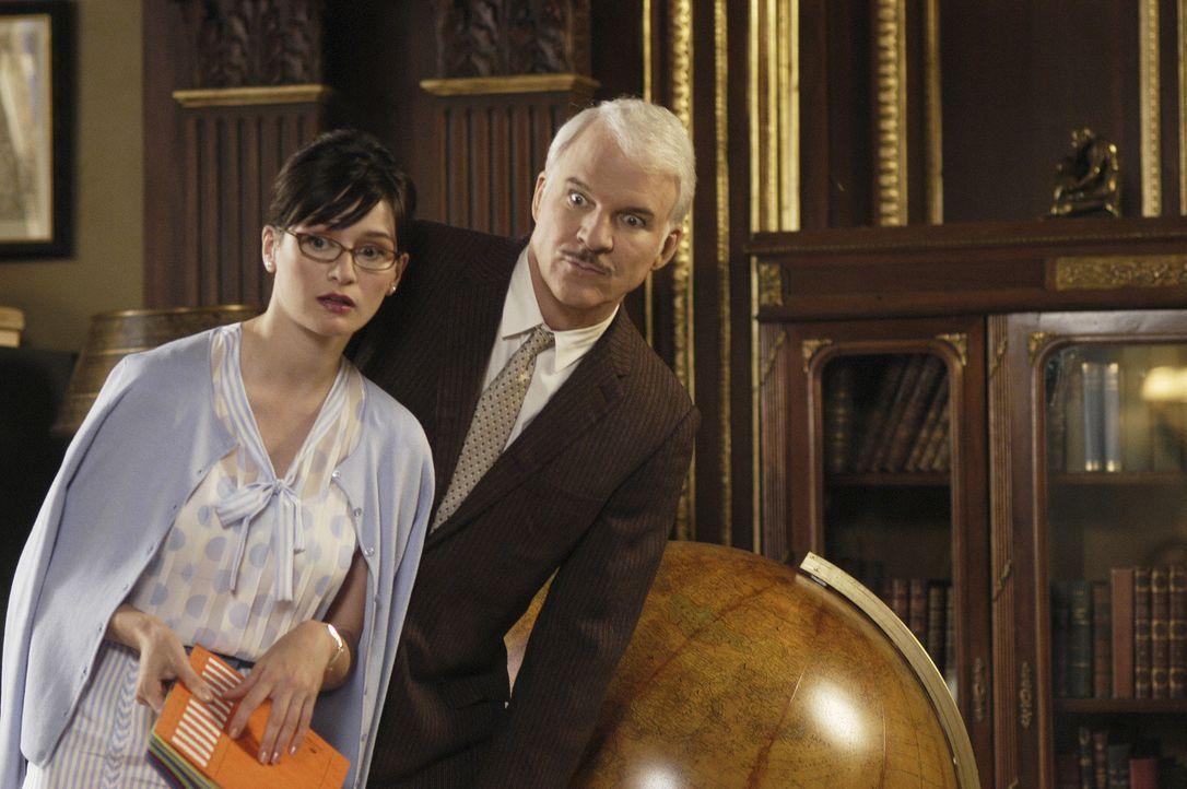 Ohne seine Sekretärin Nicole (Emily Mortimer, l.) wäre Inspektor Clouseau (Steve Martin, r.) völlig aufgeschmissen ... - Bildquelle: Metro-Goldwyn-Mayer Studios Inc. All Rights Reserved.