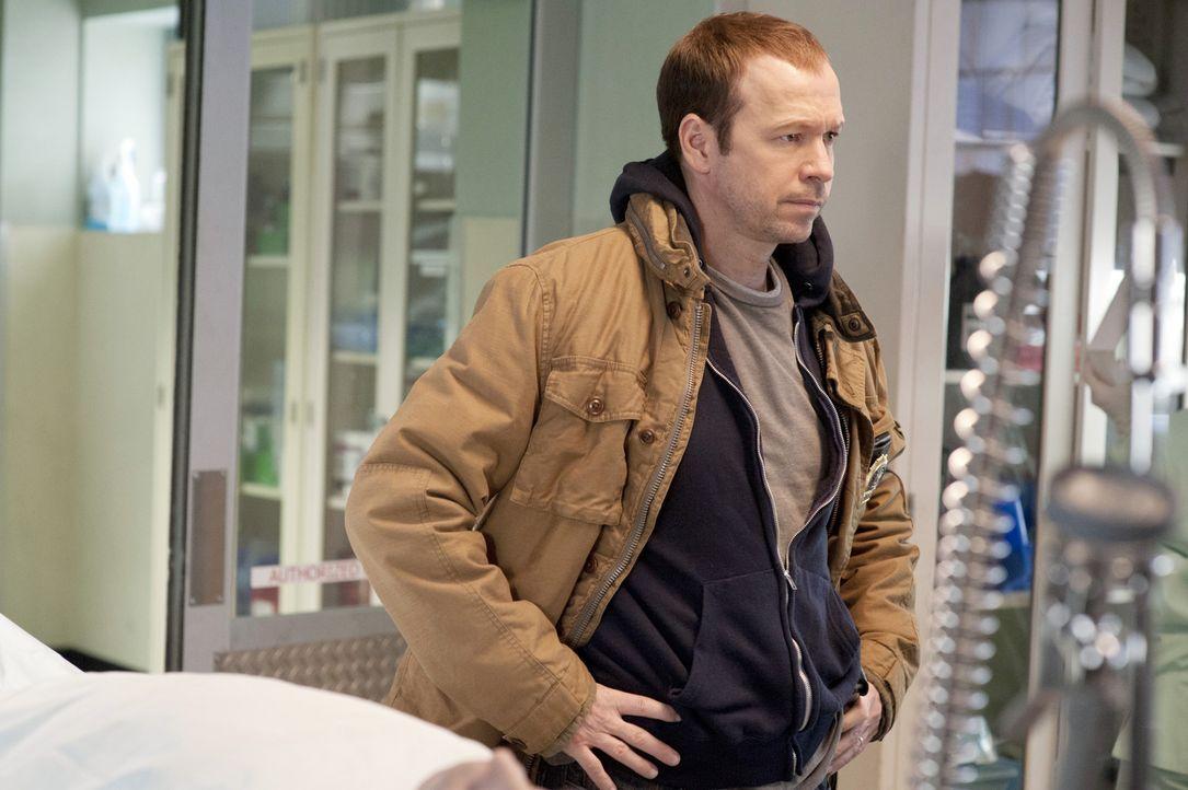 Wie soll Danny (Donnie Wahlberg) damit umgehen, dass sein Bruder Jamie verraten werden könnte? - Bildquelle: Jojo Whilden 2011 CBS Broadcasting Inc. All Rights Reserved