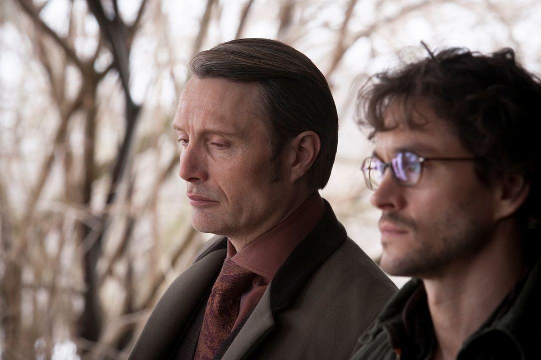Kann Will Graham (Hugh Dancy, r.) endlich den manipulativen Dr. Hannibal Lecter (Mads Mikkelsen, l.) enttarnen? - Bildquelle: Brooke Palmer 2013 NBCUniversal Media, LLC