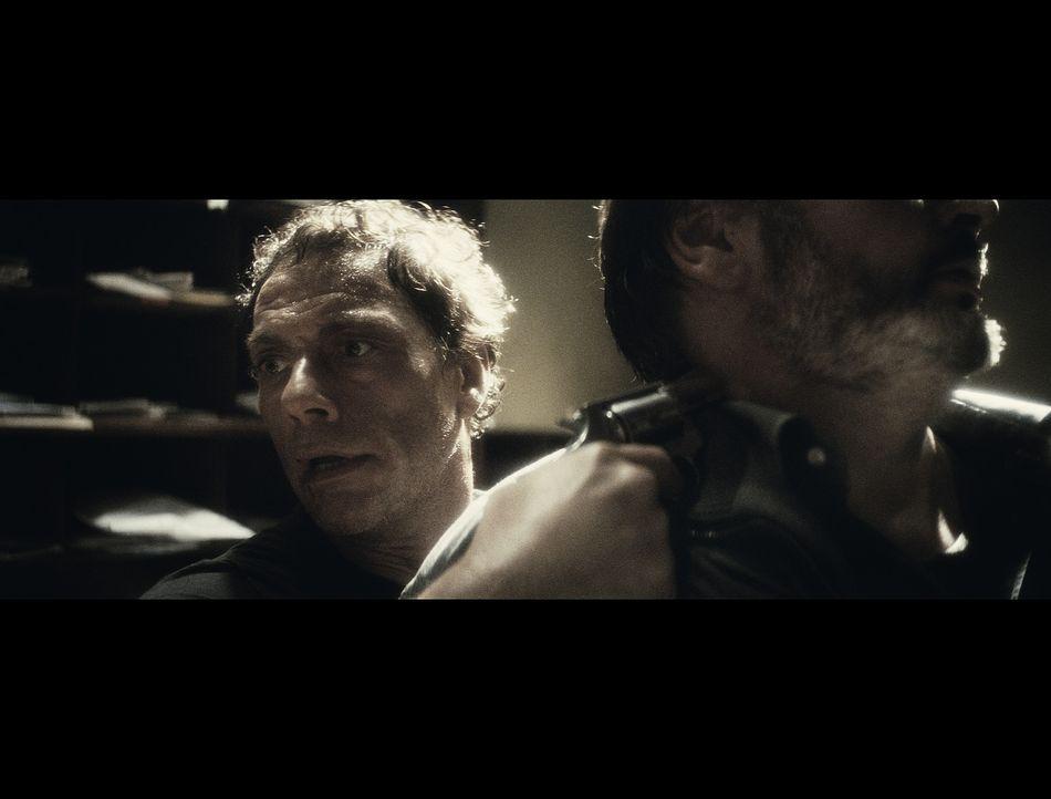 Kann der belgische Filmschauspieler J.C.V.D. (Jean-Claude Van Damme) nicht nur als Actionheld überzeugen, sondern auch in der wirklichen Welt? Kann... - Bildquelle: 2008 Samsa Film & Gaumont. All Rights Reserved.