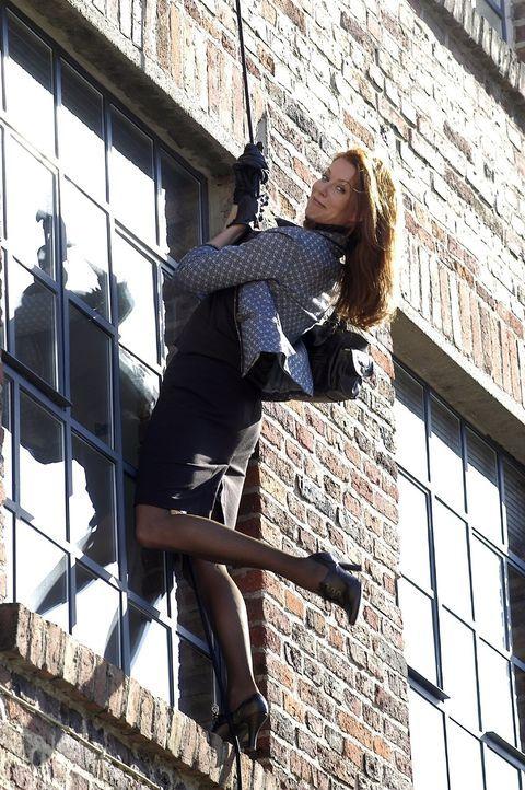 Sandra (Esther Schweins) steht auf Kommissar Breuers Fahndungsliste noch immer ganz oben - wieder muss sie Deutschland verlassen. Doch daraus wird n... - Bildquelle: SAT.1