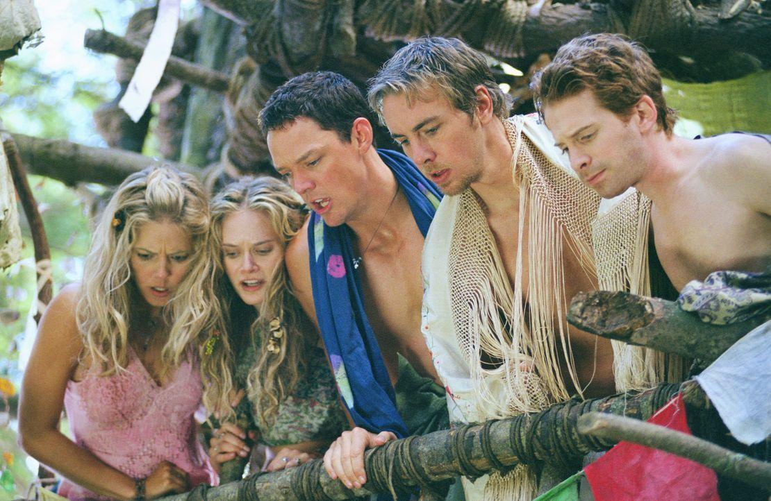 Mitten im tiefen Wald stoßen die gekenterten Schatzsucher Jerry (Matthew Lillard, M.), Dan (Seth Green, 2.v.r.) und Tom (Dax Shepard, r.) auf die be... - Bildquelle: Paramount Pictures