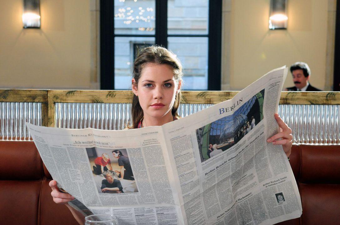 Um ihrem Ex-Chef das Handwerk zu legen, greift Jenny (Felicitas Woll) zu einem Trick. Sie lädt alle Geschädigten in Robert Günthers Namen in ein Res... - Bildquelle: Christiane Pausch SAT.1