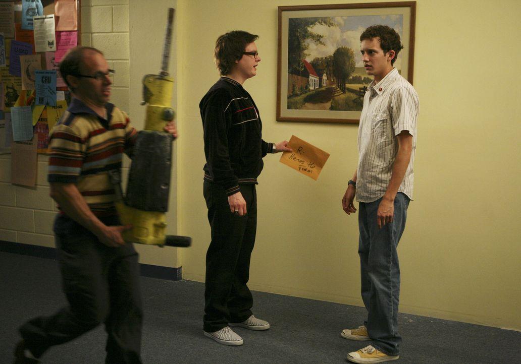 """Die alljährlichen """"Senior Festungen"""" finden statt: Dale (Clark Duke, M.) und Rusty (Jacob Zachar, r.) ... - Bildquelle: 2008 ABC Family"""