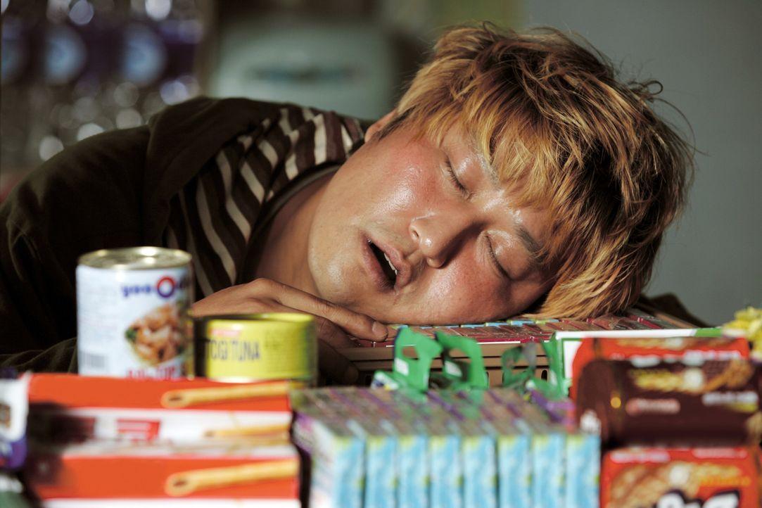 Der immer müde Gang-Du (Kang-ho Song) ist der Vater der kleinen Hyun-seo und der Sohn des Kioskbesitzers Hie-bong. Nie kommt er seinen Pflichten nac... - Bildquelle: MFA