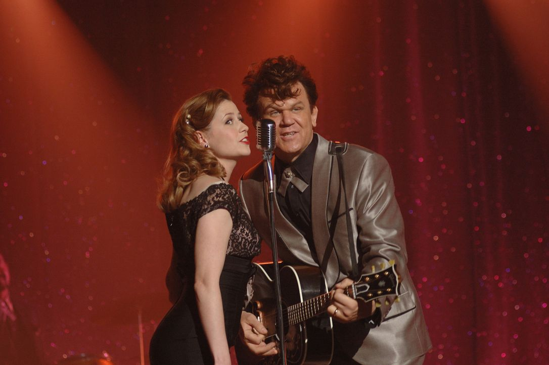 Erfolgreiches Duo: Darlene (Jenna Fischer, l.) und Dewey Cox (John C. Reilly) ... - Bildquelle: 2007 Columbia Pictures Industries, Inc.  and GH Three LLC. All rights reserved.