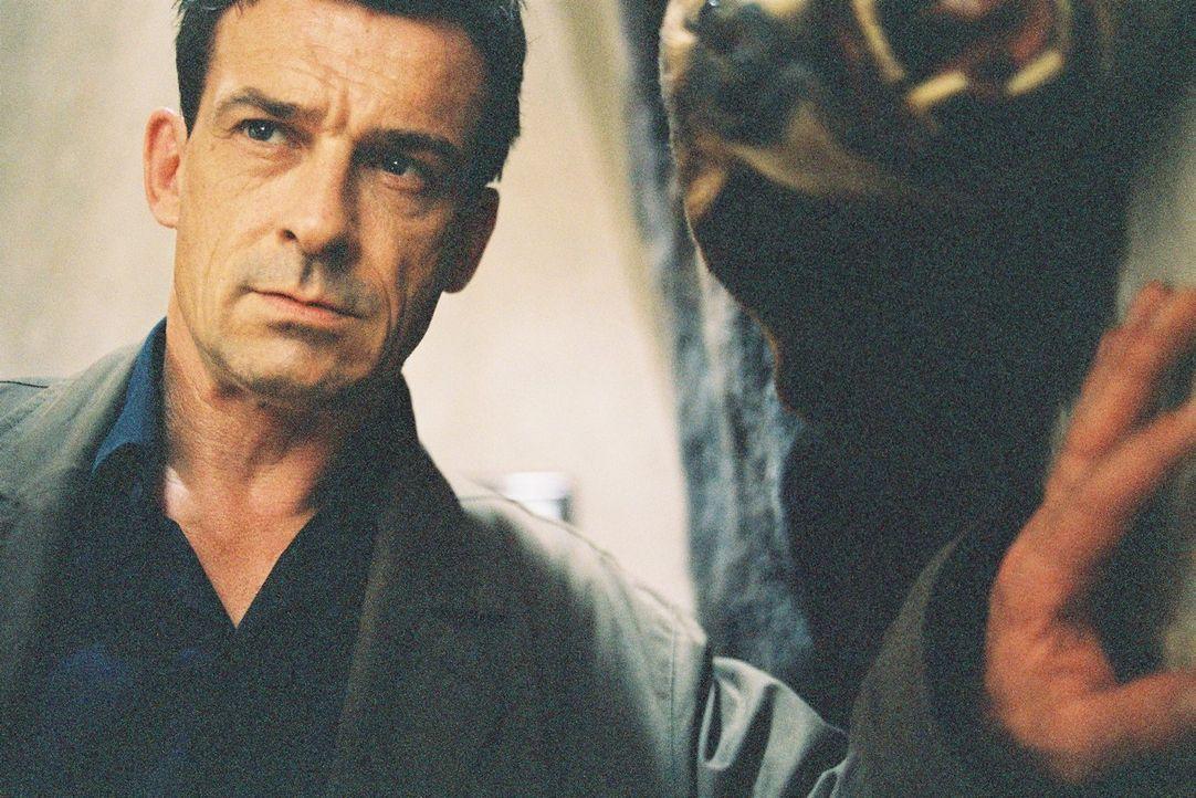 Steiner (Thomas Sarbacher) fühlt sich am Tode Schuberts schuldig und ermittelt in seinem Urlaub in Hundsheim.