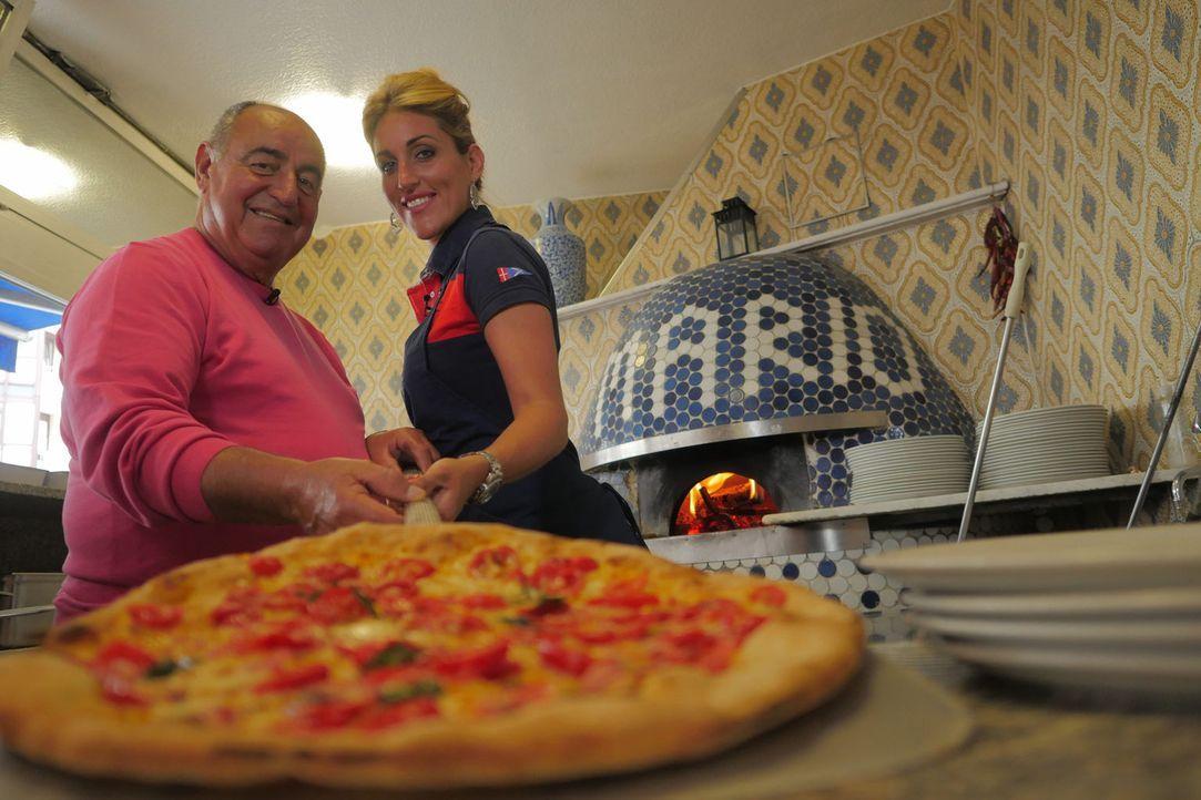 Mario Gargiulo (l.) eröffnete 1966 die erste Pizzeria Münchens. Mittlerweile führt seine Tochter Marie-Lisa das Restaurant ... - Bildquelle: kabel eins