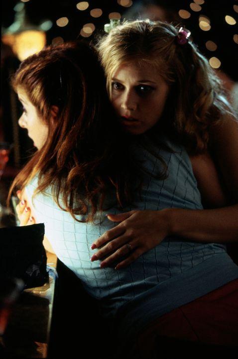 Nicht nur Schwestern, sondern auch gute Freunde: Amy (Amy Adams, r.), die kurz vor ihrer Hochzeit steht und Kat (Debra Messing, l.), frisch von ihre... - Bildquelle: Gold Circle Films