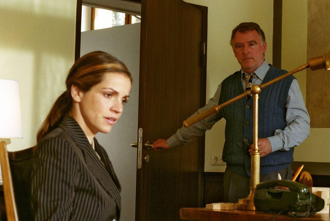 Nachdem Sandra (Rebecca Immanuel, l.) festgestellt hat, wieviel der behinderte Tommy über eine Nierenspende weiß, versucht sie den Leiter der Behind... - Bildquelle: Hardy Spitz Sat.1