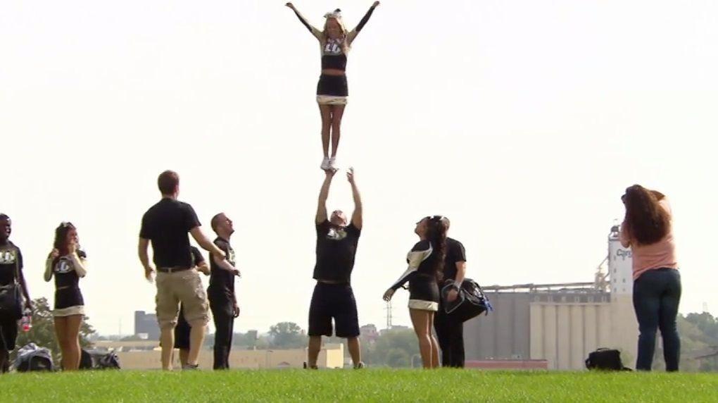 Bitte melde dich Staffel 2 Folge 2 cheerleading - Kopie