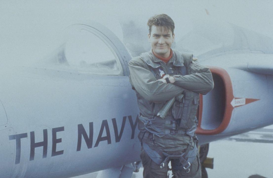 Psychopath in Uniform: Der Army-Pilot Topper Harley (Charlie Sheen) kämpft mit schweren Schuldkomplexen. Die idealen Voraussetzungen, um im Chaos-S... - Bildquelle: The 20th Century Fox Film Corporation