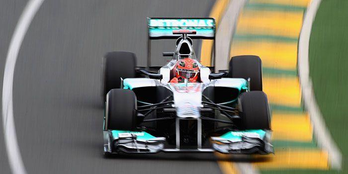Michael Schumacher beim Training in Melbourne - Bildquelle: getty