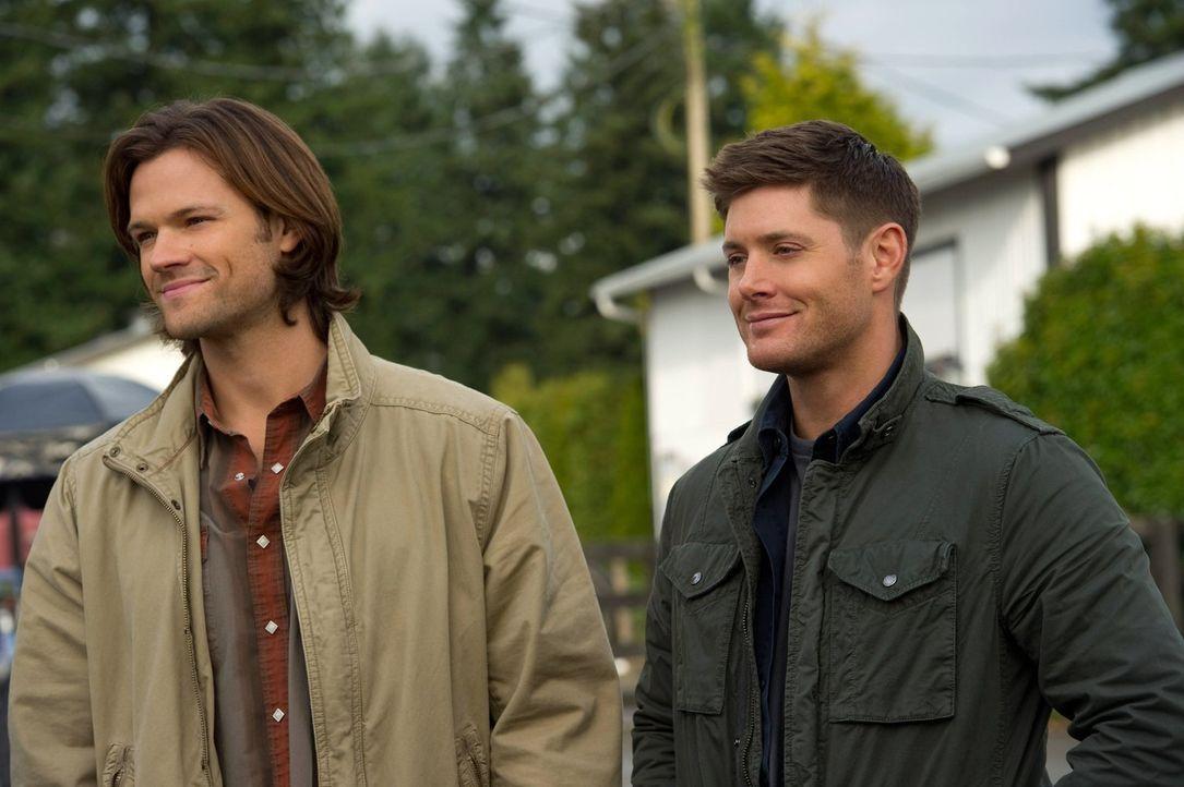Um die erste Aufgabe Gottes lösen zu können, heuern Sam (Jared Padalecki, l.) und Dean (Jensen Ackles, r.) als Aushilfen auf einem Gutshof an und ma... - Bildquelle: Warner Bros. Television