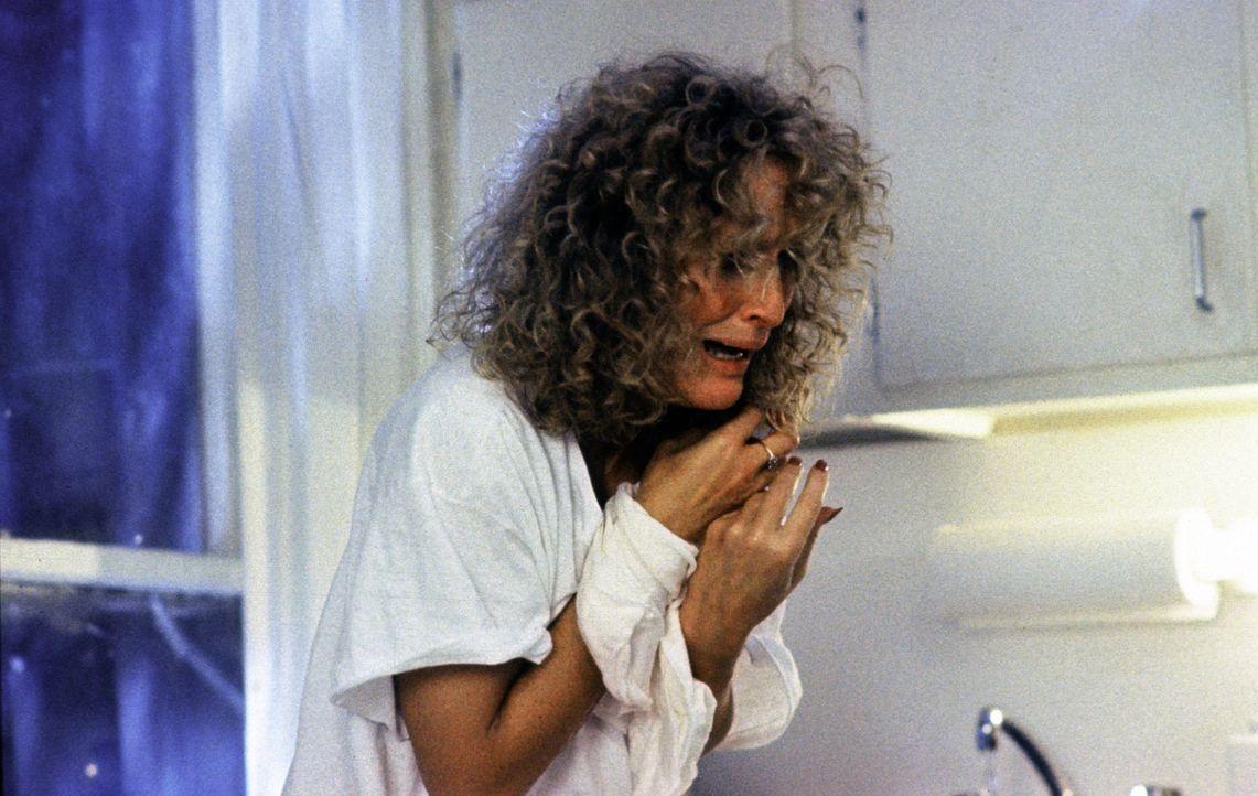 Alex (Glenn Close) versucht, mit einer Verzweifelungstat ihren Geliebten zu erpressen:  Sie unternimmt einen demonstrativen Selbstmordversuch ... - Bildquelle: Paramount Pictures