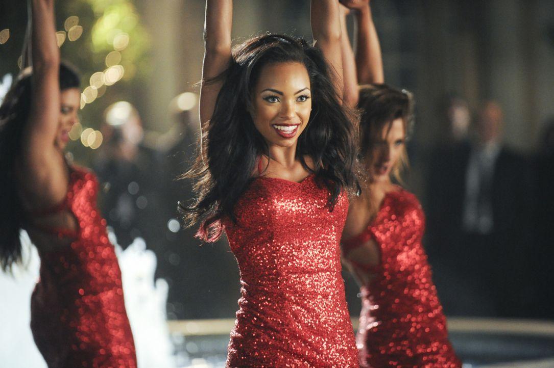 Jelena (Logan Browning, M.) ist ganz Profi und lässt sich von ihren Beziehungsproblemen beim Tanzen nichts anmerken ... - Bildquelle: 2013 Starz Entertainment LLC, All rights reserved