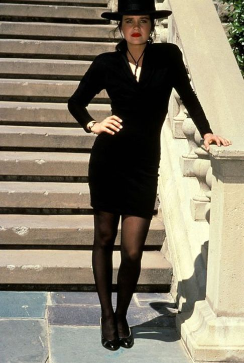 (9. Staffel) - Sydney St. James (Carla Gugino) bereitet nur wenigen eine echte Freude ... - Bildquelle: 1989   Warner Brothers