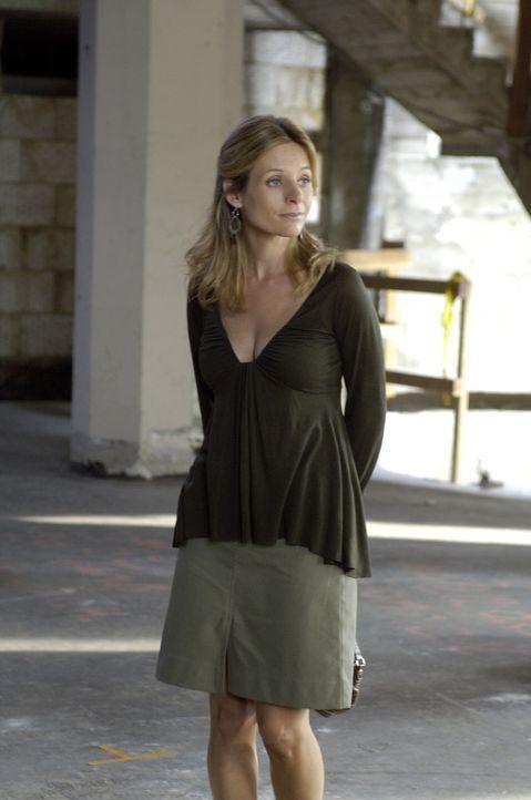 Hat einen großen Plan: Gina (Jessalyn Gilsig) ... - Bildquelle: TM and   2005 Warner Bros. Entertainment Inc. All Rights Reserved.