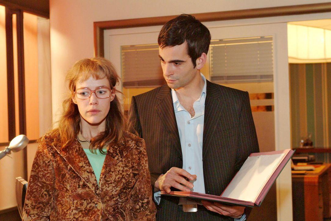 Lisa (Alexandra Neldel, l.) versucht David (Mathis Künzler, r.) gegenüber professionell und neutral zu sein. Verwundert bemerkt David die Veränderun... - Bildquelle: Monika Schürle Sat.1