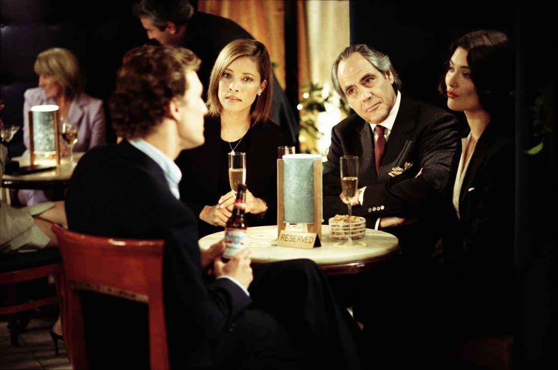Als sein Chef Phillip Warren (Robert Klein, 2.v.r.) den nächsten lukrativen Deal an Judy Spears (Michael Michele, 2.v.l.) und Judy Green (Shalom Ha... - Bildquelle: Paramount Pictures
