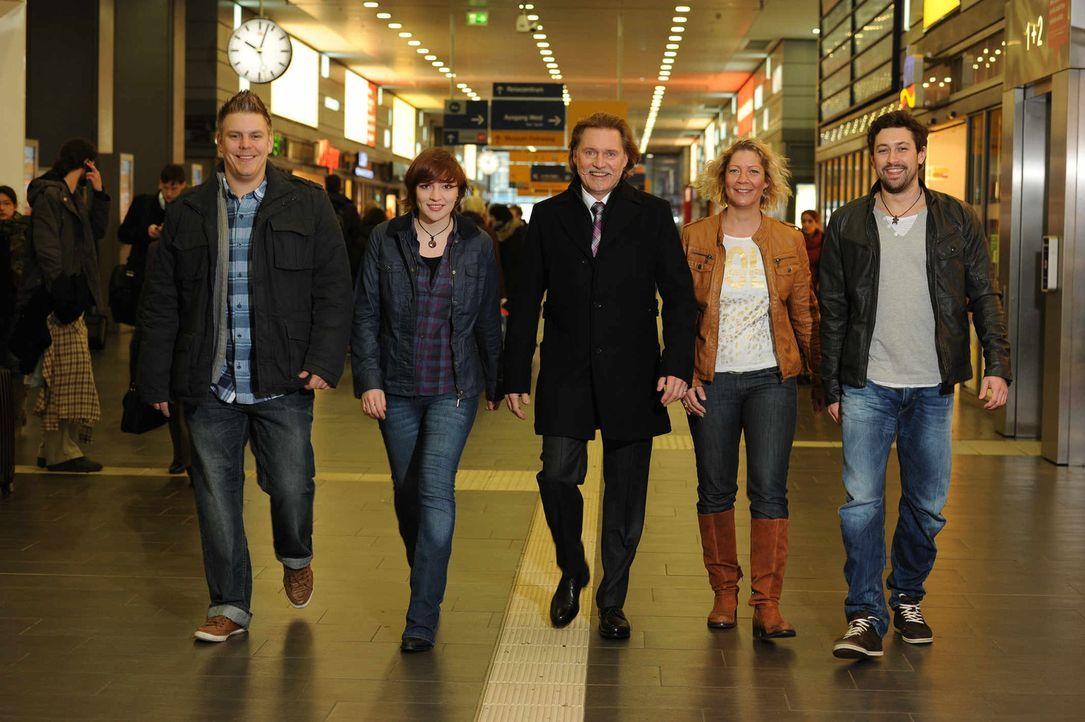Die Ermittler (v.l.n.r.): Karsten Grabowski, Lara Kampmann, Ingo Lenßen, Stefanie Scholz und Jan Fischer - Bildquelle: SAT.1