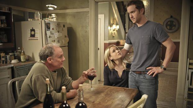 Während Sallys Zerfall immer drastischer wird, trifft Nora (Kristen Hager, M....