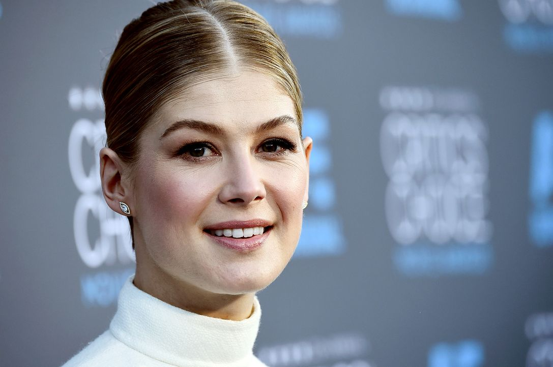 Rosamund-Pike-150115-getty-AFP - Bildquelle: getty-AFP