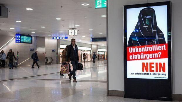 Schweizer entscheiden über Burka-Verbot