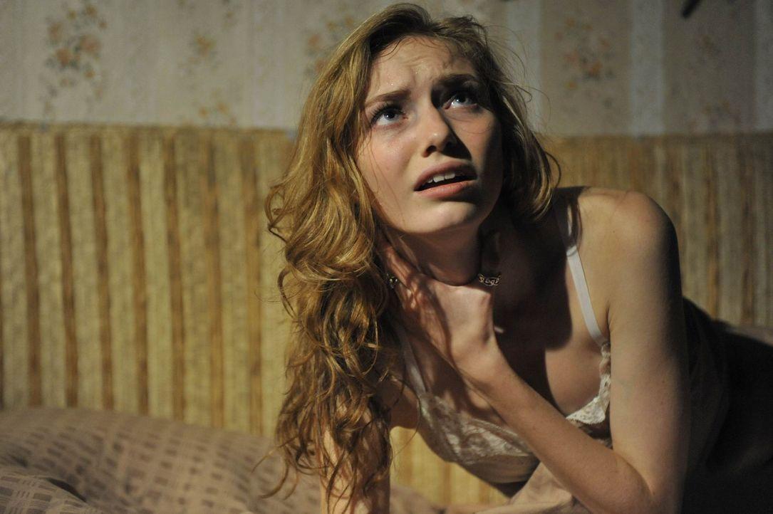 Kann Kirsten (Eleanor Tomlinson) dem Jahrhunderte alten Fluch der Hexe Hepzibah noch entkommen? - Bildquelle: Ibra Ibrahimovic ProSieben
