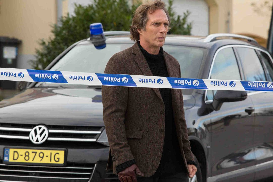 Carl Hickman (William Fichtner) bleibt nicht viel Zeit, um Sebastians Leben zu retten ... - Bildquelle: Larry D Horricks 2013 Tandem Productions GmbH, TF1 Production SAS. All rights reserved.