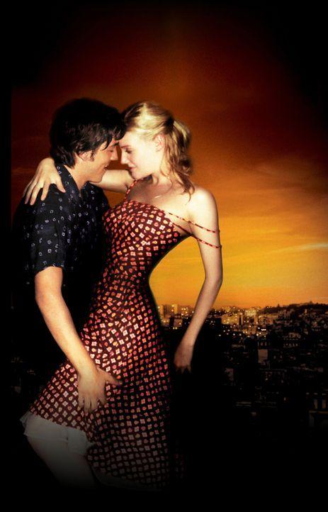 Tanz, erste Liebe und Selbstfindung: Katey (Romola Garai, r.) und Javier (Diego Luna, l.) ... - Bildquelle: Buena Vista International
