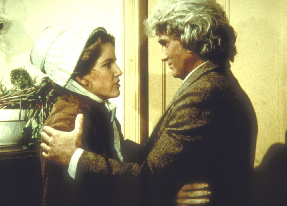 Charles (Michael Landon, r.) begrüßt seine Tochter Laura (Melissa Gilbert, l.), die er gebeten hat, Albert wegen dessen Schwierigkeiten aufzunehmen. - Bildquelle: Worldvision