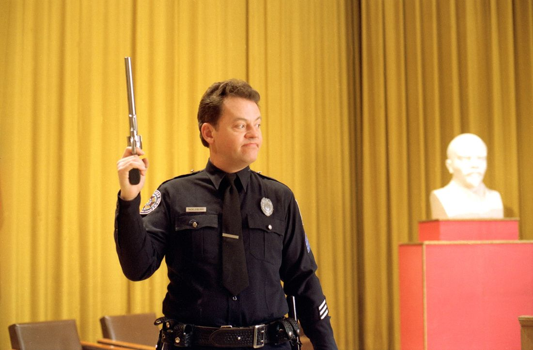 Sergeant Tackleberry (David Graf) macht mal wieder auf starken Mann ... - Bildquelle: Warner Bros.