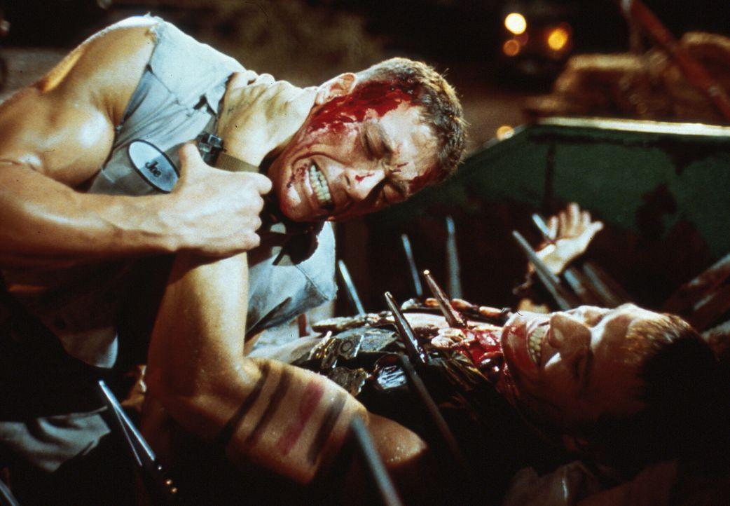 Ein Kampf auf Leben und Tod entbrennt zwischen Luc (Jean-Claude Van Damme) und Andrew ... - Bildquelle: 1992 TriStar Pictures