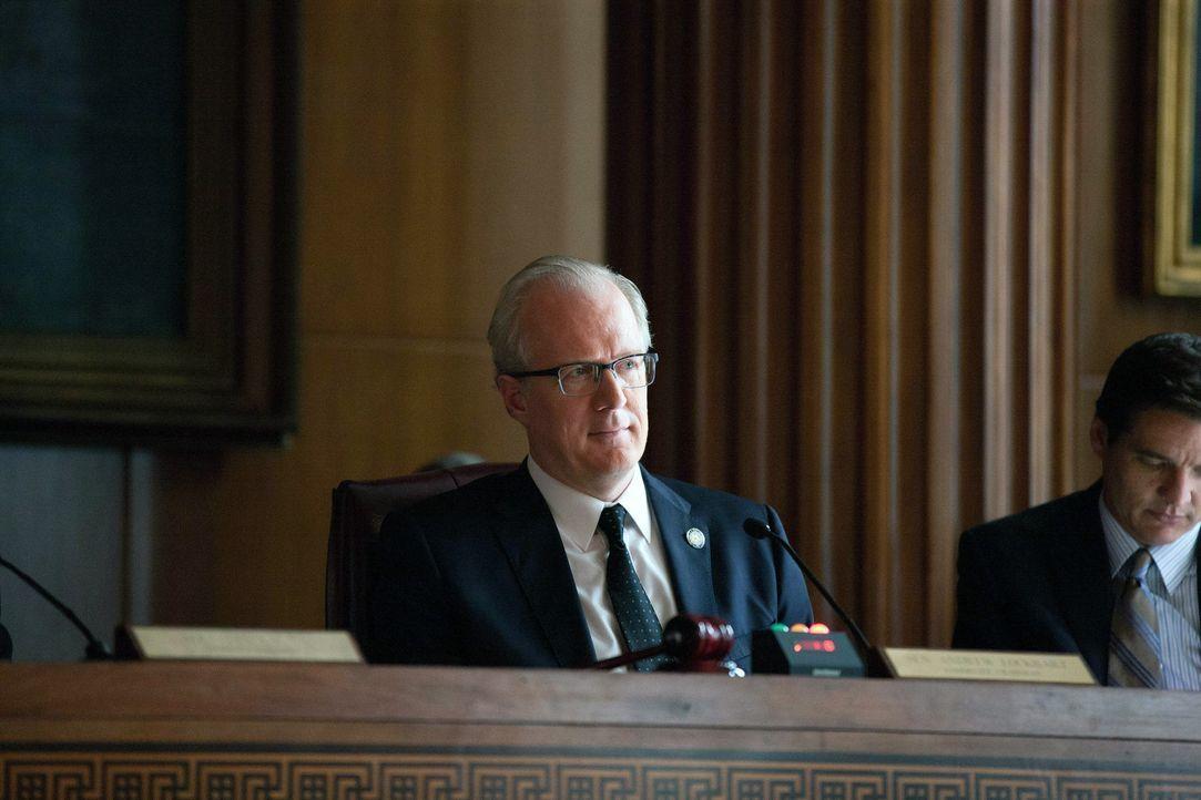 Carrie muss nach dem Anschlag auf die CIA-Zentrale vor einem Untersuchungsausschuss des Senats (Tracy Letts) aussagen ... - Bildquelle: 2013 Twentieth Century Fox Film Corporation. All rights reserved.