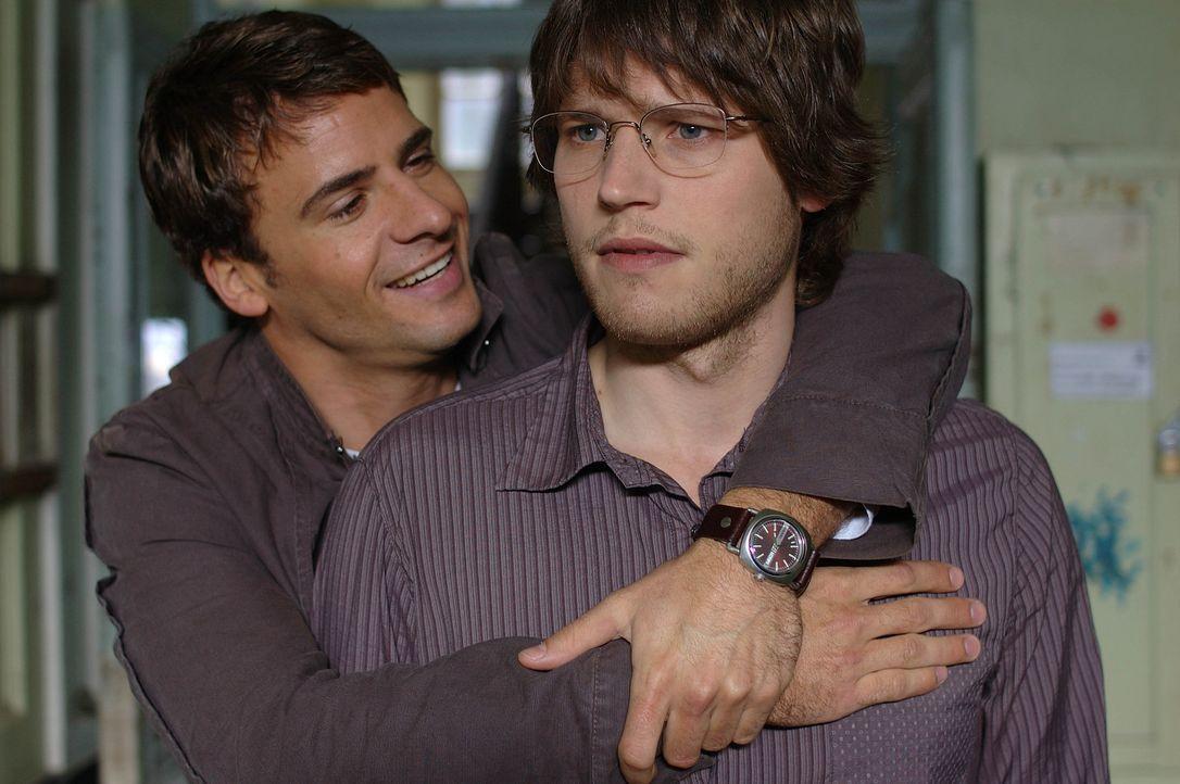 Seit ihrem Studium sind Martin (Sebastian Ströbel, r.) und Lars (Stephan Luca, l.) dicke Freunde. Mittlerweile ist Lars ein erfolgreicher Anwalt, wä... - Bildquelle: Dirk Plamböck ProSieben