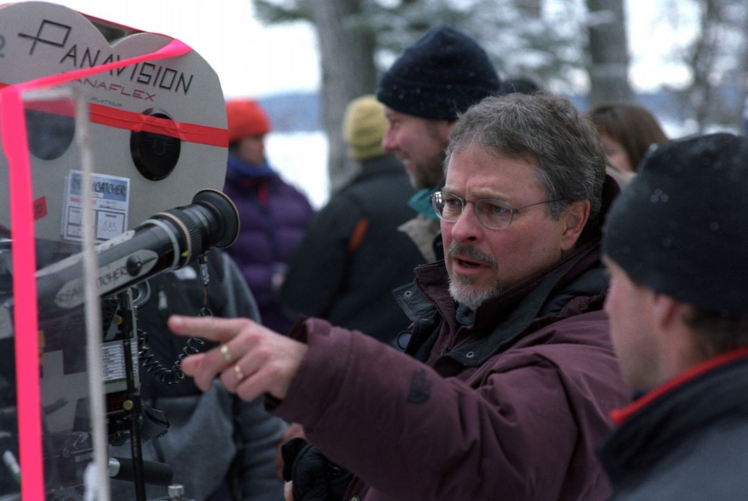 Regisseur Lawrence Kasdan am Set ... - Bildquelle: Warner Bros.