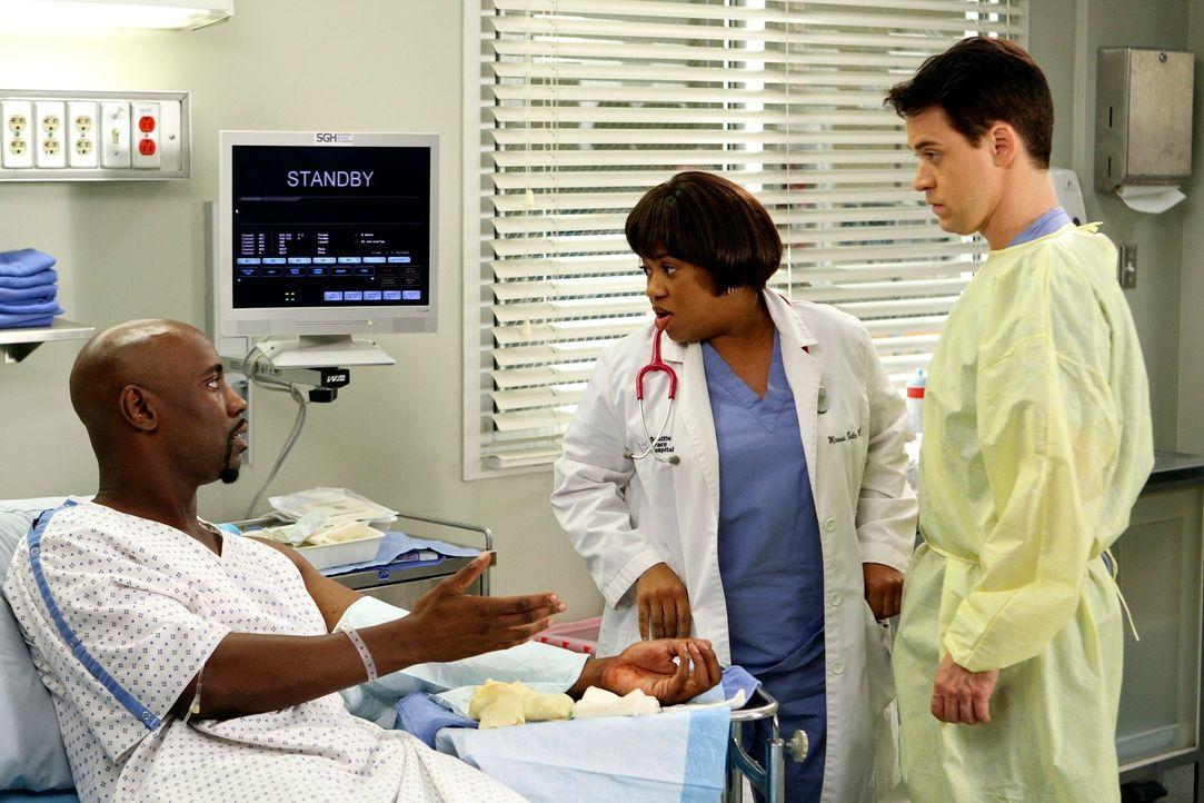 Bailey (Chandra Wilson, M.) und George (T.R. Knight,r.) kümmern sich um Marcus (D.B. Woodside, l.) ... - Bildquelle: Touchstone Television